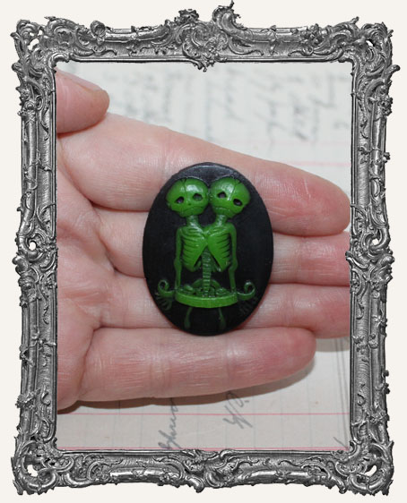 30x40mm Resin Cameo - Green Zombie Skellie Twins