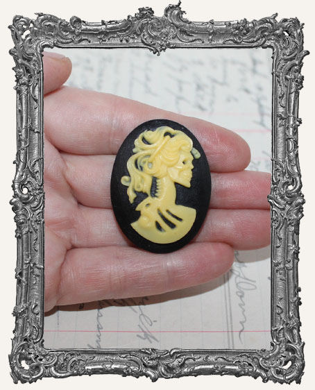 30x40mm Resin Cameo - Skull Goddess