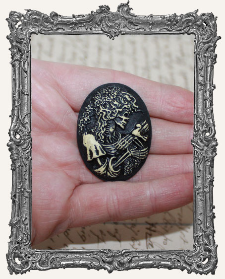 30x40mm Resin Cameo - Distressed Skull Goddess
